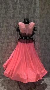Плаття Стандарт персиково-рожеве з камінням.