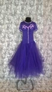 Плаття Стандарт фіолетового кольору з камінням.